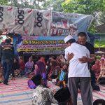 Keharuan Sambut Kembalinya Warga Mojokerto yang Protes Tambang Batu ke Jakarta
