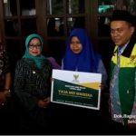Bupati Mundjidah Serahkan Bantuan Kaki Palsu dari BAZNAS Jombang