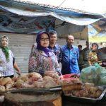 Bupati Mundjidah Sidak Bahan Pokok di Pasar Citra Niaga Jombang