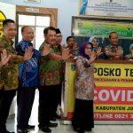 Bupati Mundjidah Kunjungi Posko Terpadu Pencegahan dan Penanganan Covid-19 Jombang