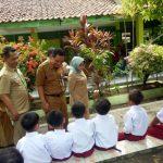 Bupati Mundjidah dan Kepala Disdikbud Jombang Sidak Pembekalan Home Learning