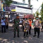 Cegah Covid-19, Pemkab Jombang Semprotkan Desinfektan di Sepanjang Jalan Protokol