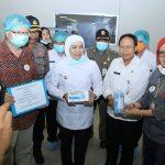Sekda Jombang Dampingi Gubernur Jawa Timur Kunjungi Pabrik Masker di Mojoagung