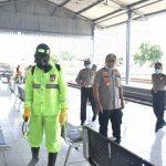 Cegah Penyebaran Covid-19, Polisi Semprot Disinfektan di Terminal Bus dan Stasiun KA