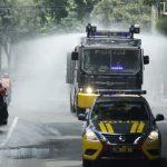 Kendaraan Taktis Polisi Semprot Disinfektan ke Jalan di Mojokerto