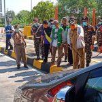 Petugas Lakukan <em>Screening</em> Pengendara di Tujuh Pintu Tol Pasuruan