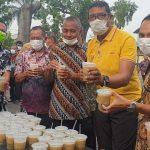 Cegah Corona, Petugas Samsat Surabaya Utara Diberi <em>Extra Fooding</em>