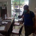 Gandeng Petani, Kelompok Faktual Media Jombang Semprot Ruang Publik dengan Disinfektan
