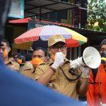 Pegang Mikrofon, Bupati Pamekasan Orasi Pencegahan Corona di Pasar Kolpajung