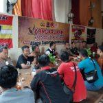 Kapolres Pamekasan Cangkrukan Bersama Suporter Madura United, Ajak Jaga Kondusivitas