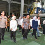 Pastikan Stok Aman Hingga Ramadan, Gubernur Jatim Kunjungi PG di Lamongan,