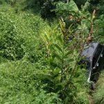 Tergelincir, Mobil Avanza Masuk Jurang Sedalam 4 Meter di Pacet Mojokerto