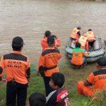 Perahu Penyeberangan Brantas Terbalik di Jombang, 4 Orang Belum Ditemukan
