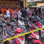 Judi Sabung Ayam di Dlanggu Mojokerto, Empat Pria dan 33 Motor Diamankan
