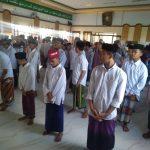 Gelar Salat Gaib untuk Ibunda Jokowi, Ratusan Santri Jombang Jaga Jarak