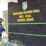 Rentan Corona, Rumah Pelayanan Sosial Jombang Diguyur Disinfektan
