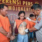 Lelaki Bertato Spesialis Pembobol Rumah di Mojokerto Ditembak Kakinya