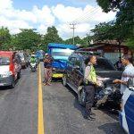 Tabrakan Beruntun 5 Mobil di Situbondo, Mobil Pikap Terjun ke Selokan