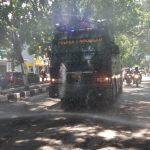 Terjunkan Water Canon, Polisi Semprotkan Disinfektan di Jalan-jalan Kota Lamongan