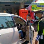 Dua Mobil Pemudik di Perbatasan Situbondo-Probolinggo Diminta Putar Balik