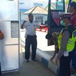 Turun dari Bus dan Kapal Feri di Situbondo, Penumpang Jalani Pemeriksaan
