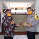 Dukung Garda Terdepan, Plt Wali Kota Blitar Santoso Bagikan Vitamin dan Susu
