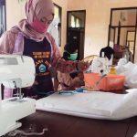 APD Menipis Akibat Virus Corona, Siswa 5 SMK di Lamongan Dikerahkan Buat Baju Hazmat