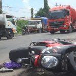 Bertelepon Saat Berkendara, Ibu Muda di Kota Mojokerto Tewas Terlindas Truk Bandeng