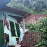 Hujan Deras di Gandusari Blitar, Satu Rumah Rusak Terkena Longsoran Tebing