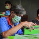 Pandemi Corona, Warga Binaan Lapas Kelas I Surabaya Hasilkan 300 Masker Perhari