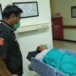 Jalan Nasional Berlubang, Wartawan TV Lokal di Jember Patah Tulang