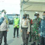 Pemeriksaan Petugas di Check Point PSBB, Bupati Gresik: Harus Humanis