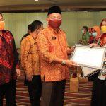 Pemkot Pasuruan Serahkan Penghargaan MISI APIK 2020