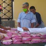 Di Tengah Pandemi Corona, Kiai Kampung di Sidoarjo ini Bagi-Bagi Sembako