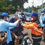 Parpol di Banyuwangi Ini Membagikan Peralatan Pencegah Covid-19 kepada Warga