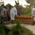 Detik-Detik PDP di Lamongan Diusung ke Pemakaman