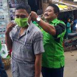 Ingin Zero Covid-19, DPC PPP Kota Probolinggo Bagi-bagi Masker di Pasar