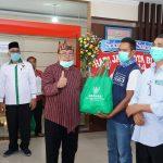 Peduli Wong Cilik, PLT Wali Kota BLITAR Santoso Salurkan Sembako