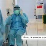 Video Paramedis Covid-19 di Kota Mojokerto Salat Pakai APD, Viral