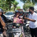 Gandeng Jurnalis Center Pamekasan, Bani Group dan PSC Bagi-bagi Masker Batik