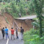 Longsor, Jalur Utama Penghubung Dua Kecamatan di Trenggalek Terputus