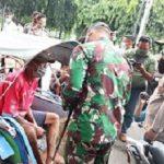 Terima Sembako dari Polisi, Puluhan Abang Becak di Jombang Langsung Sumringah