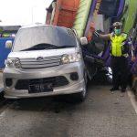 Rem Blong, Dump Truk di Sidoarjo Tabrak Pembatas Gerbang Tol