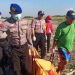 Sesosok Mayat Telanjang dengan Luka di Kepala Ditemukan di Pinggir Pantai Pancer