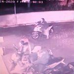 Ditinggal Sahur Pertama, Motor Scoopy Pegawai Minimarket di Mojokerto Amblas