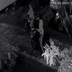 Tanpa Penutup Muka, Dua Maling Embat Motor KLX di Sidoarjo, Terekam CCTV
