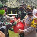 TNI-Polri di Pasuruan Jadi Koki, Siapkan Ribuan Nasi Bungkus untuk Terdampak Covid-19