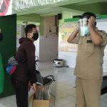 Wartawan Beri Bantuan APD Face Shield ke Puskesmas di Kota Probolinggo