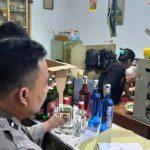 Polisi Mandapati Dua Toko Berjualan Miras di Situbondo