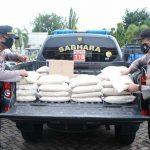 Bantu Terdampak Covid-19, Dinas Pariwisata dan Polres Situbondo Bagi-Bagi Sembako